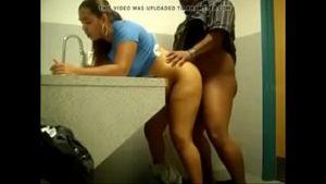 Image Comendo a morena no banheiro do shopping